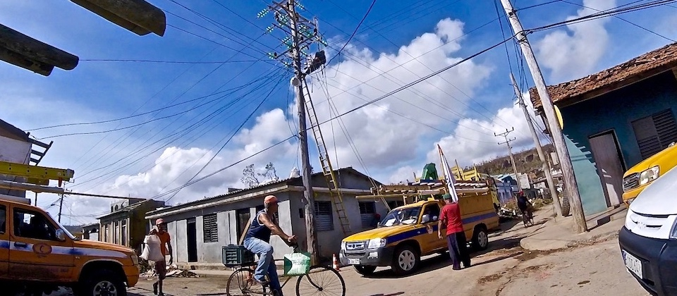 Baracoa Matthew: Brigadas eléctricas • Electric Co crews • Brigades électricité