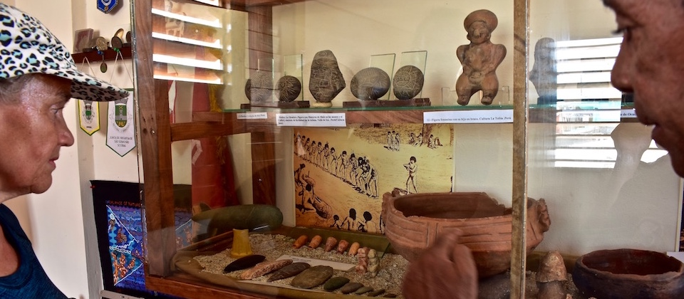Ordunez explains artifacts at Baracoa Archaeological Society