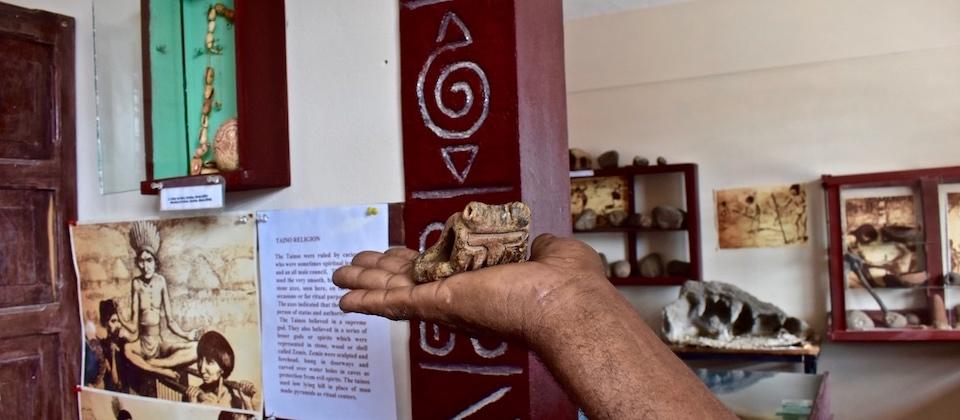 Figura taína de barro • Sociedad Arqueológica de Baracoa
