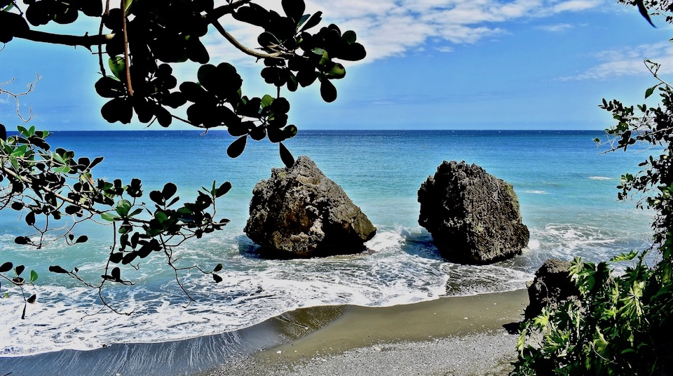 Boulders near Yumurí • Baracoa • Cuba