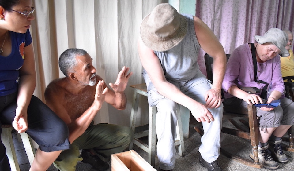 Cuban Honey Producers • Apicultores cubanos • Apiculteurs cubains • Baracoa