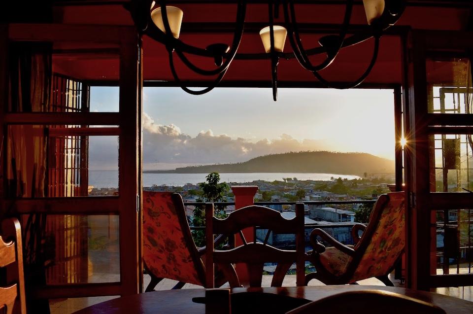 Villa Paradiso • Casa Particular • Baracoa Cuba • Daybreak Sea View